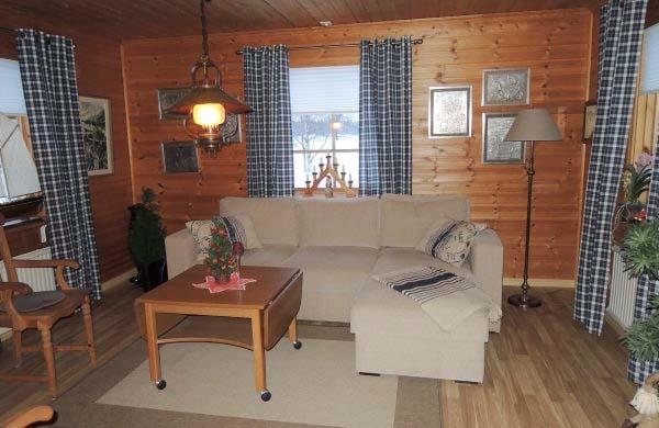 Ferienhaus schweden am see für 6 personen am sommen wohnbereich